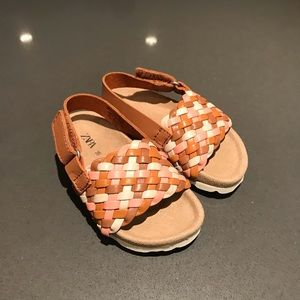 NEVER WORN - Woven leather sandals